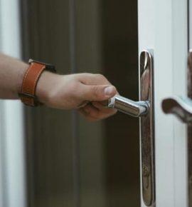 Saiba Como Escolher a Melhor Porta de Madeira para a sua Casa